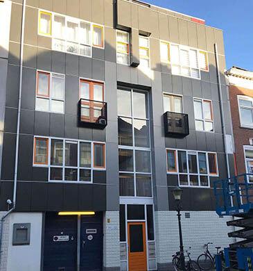 Zwarte Gevel Wrap Woonpand - avery facade film voorgevel zwart voltooid project - Toro Belettering