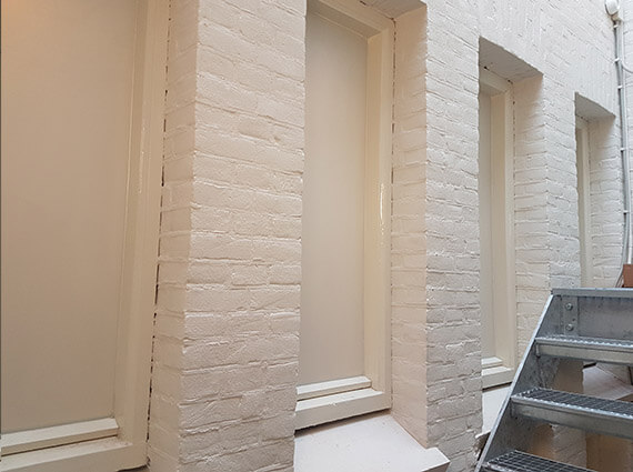 Raamfolie - witte anti inkijk raamfolie voltooid - Toro Belettering